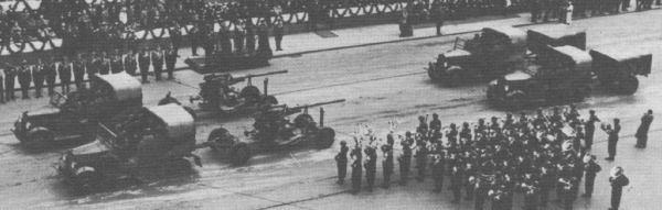C4P tractors of the 1st AA Arty Rgt. towing 75mm wz.36 St. AA guns on parade [source 2].